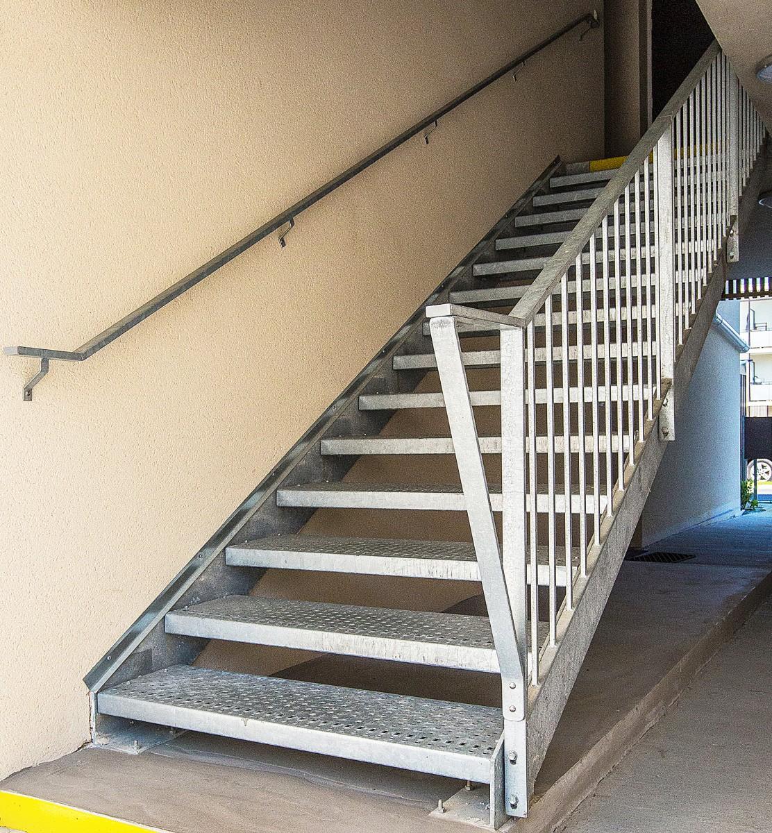 escalier exterieur aluminium main courante escalier exterieur aluminium of kit main courante. Black Bedroom Furniture Sets. Home Design Ideas