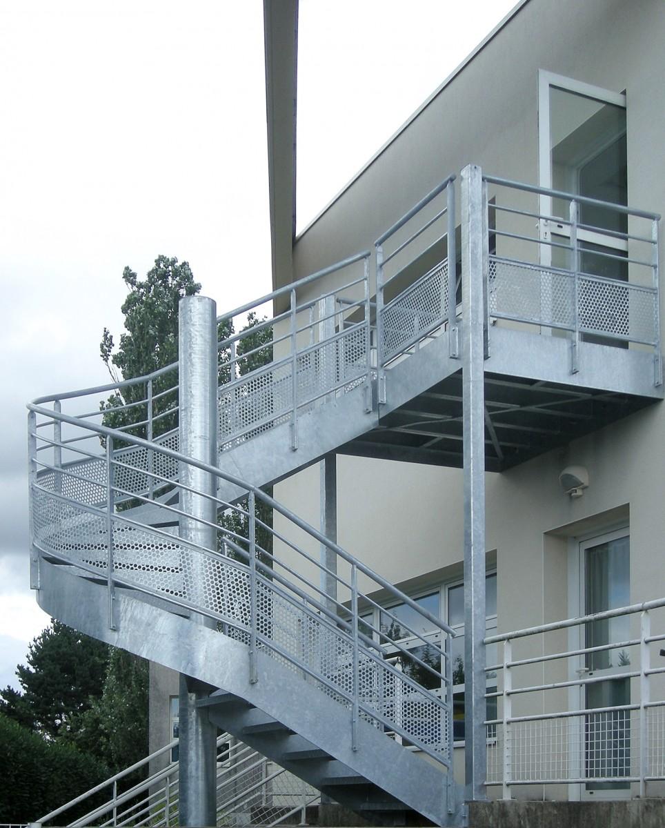 escalier extrieur en colimaon great escalier colimacon. Black Bedroom Furniture Sets. Home Design Ideas