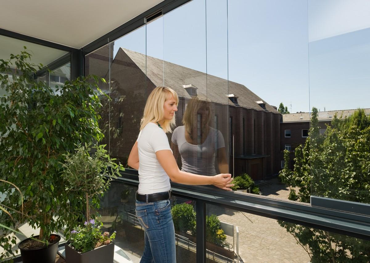 fermetures de balcon vitr es loggia. Black Bedroom Furniture Sets. Home Design Ideas