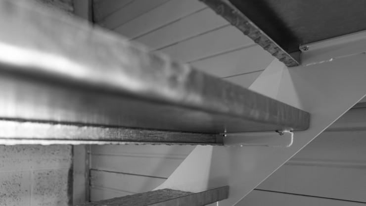 Détail escalier métallique intérieur sans contremarche