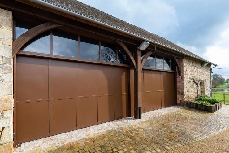 Deux portes de garage en acier coulissantes et motorisées