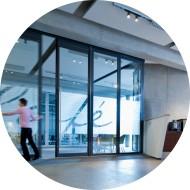Cloison mobile coulissante vitrée pour usage professionnel-aluminium