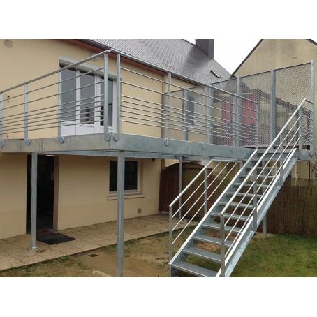Terrasse Metallique Avec Un Escalier Brise Vue Conception Etonnante